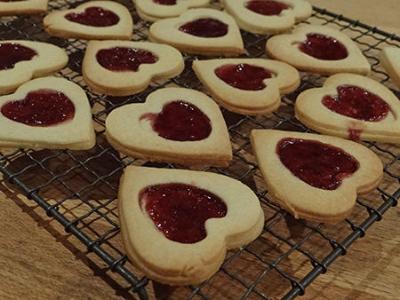 jammie dodger hearts cooling on a rack