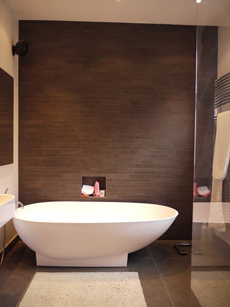 Bathroom with floor to ceiling matt tiles in black coffee