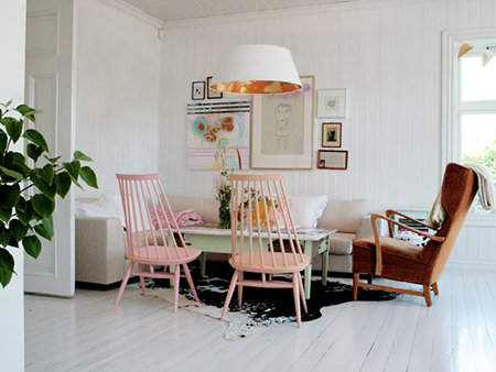 Scandi living room with pink painted mid-century modern chairs
