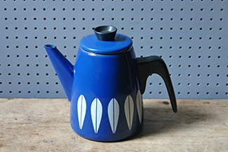 Blue vintage Cathrineholm Lotus coffee pot | H is for Home