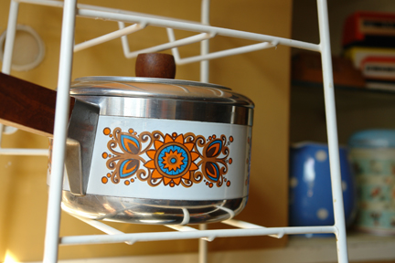 vintage saucepan on atomic wire pan stand