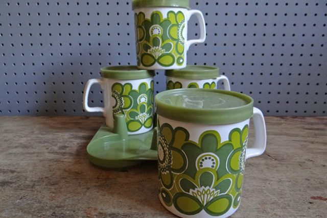 Green vintage Staffordshire Potteries mug set with plastic lids and carry tray | H is for Home