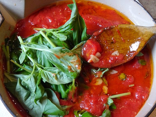 Home-made tomato sauce with basil | H is for Home