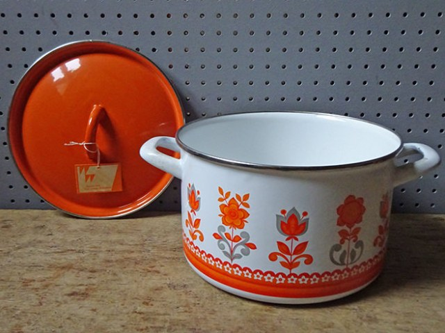 Vintage Worcester Ware Tudor Orange lidded casserole pan (boxed, new old stock) | H is for Home