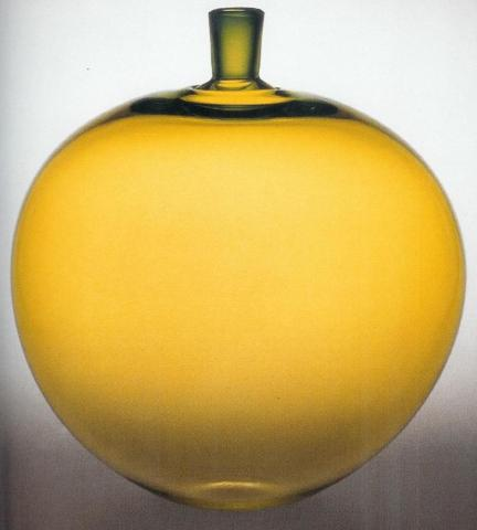 Glass apple designed by Ingeborg Lundin for Orrefors