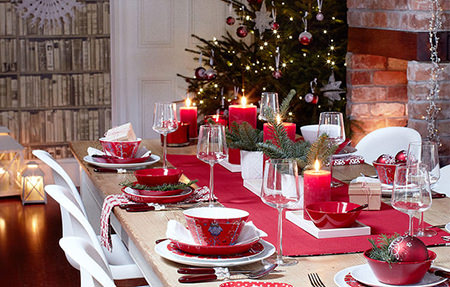 Christmas red & green decorated table setting