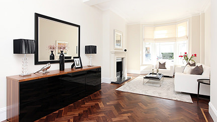 sitting room with sideboard and parquet floor