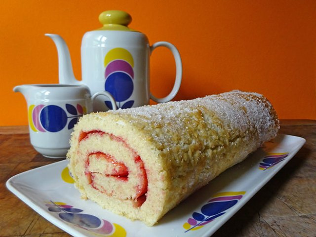 Home-made Swiss roll | H is for Home #recipe #baking #cooking #cooking #cake #swissroll