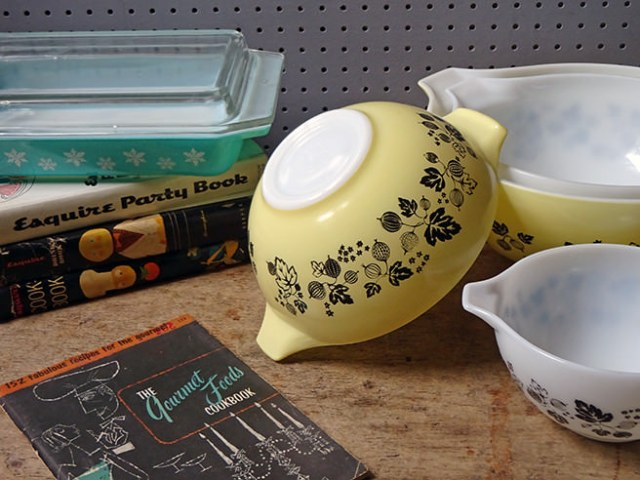 Vintage Pyrex patterns - Blue Gaiety lidded casserole and yellow & white Gooseberry Cinderella mixing bowl set | H is for Home