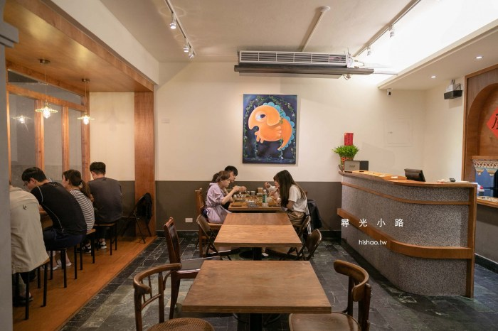 尋光小路|新竹|美食 販售台日混合定食、烏龍麵、義大利麵、串燒,巷弄裡的宵夜文青小店。