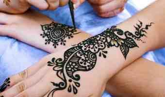 Cuidado con los tatuajes de henna negra