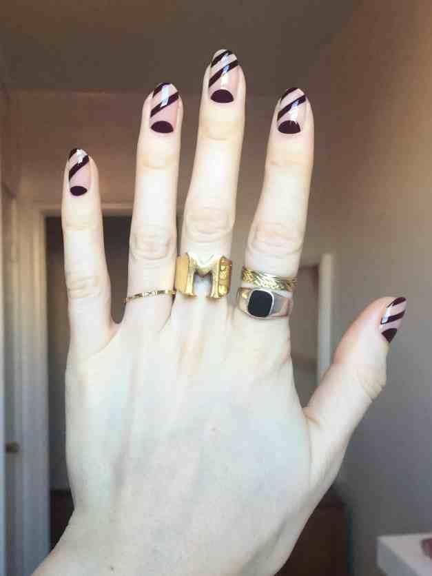 Esmalte de uñas Sally hansen en beige y negro en desfile de Stella McCartney
