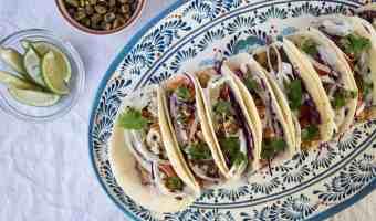 Receta: Tacos de pescado empanizado en pistachos