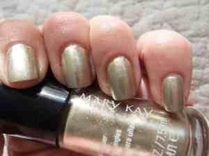 manicure-metalica-unas-en-tono-oro
