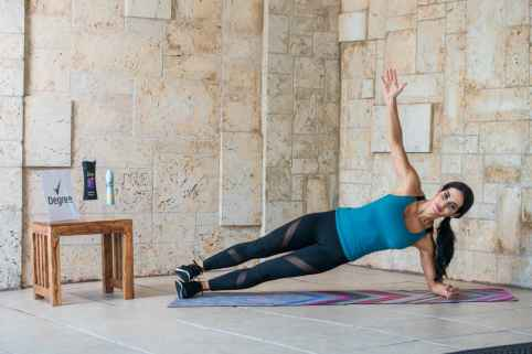 side-plank-rotate-and-crunch