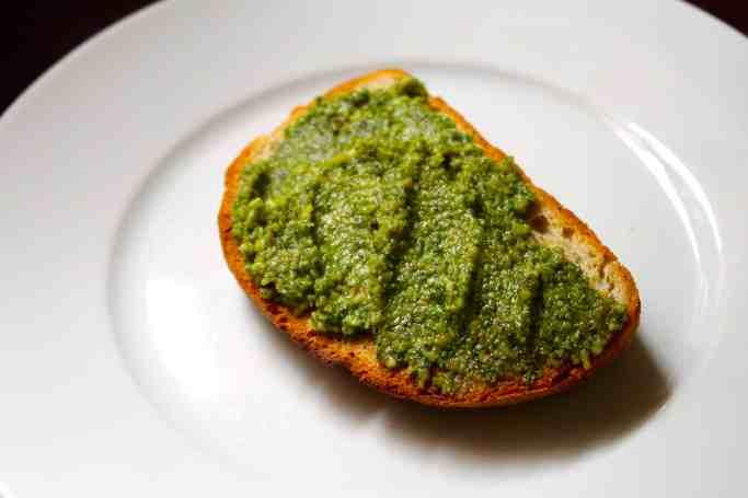 pesto, pan con pesto, pesto verde, pesto alla genovese, salsas pesto, bruschetta con pesto