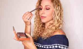 Cómo maquillarte los ojos usando los tonos del atardecer de Naked Heat palette