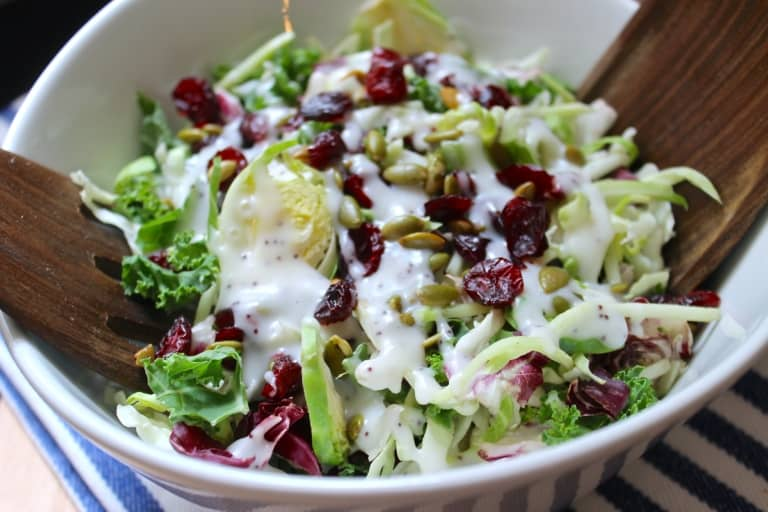 ensalada verde con arándanos y semillas de calabaza, ensaladas para las fiestas