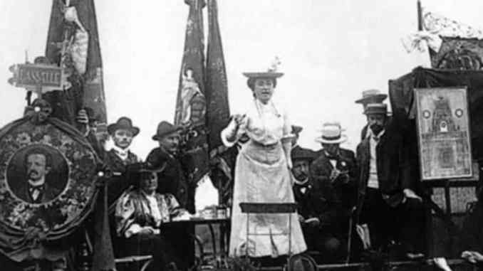 Mujeres revolucionarias: comandantas y líderes