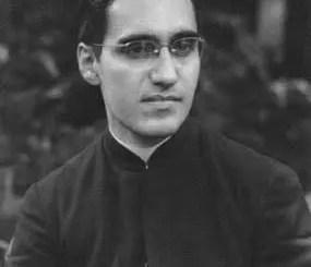 Monseñor romero en twitter