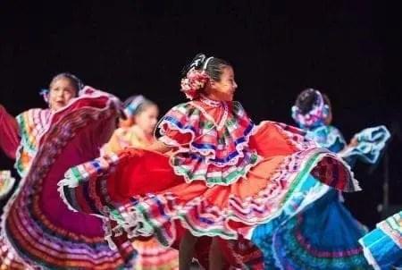 Folklore y cultura contra el racismo