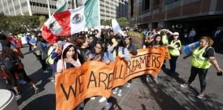 Estudiantes en las calles de los Ángeles apoyan a dacamentados