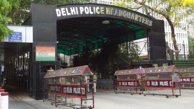 Delhi: दक्षिण दिल्ली में पुलिसकर्मियों ने व्यक्ति की पिटायी की, वीडियो वायरल