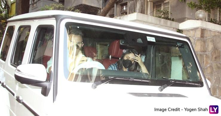 दूसरे बेटे के जन्म के बाद पहली बार कैमरे के सामने नजर आई Kareena Kapoor Khan, तस्वीरों में दिखा गजब का टशन World Daily News24