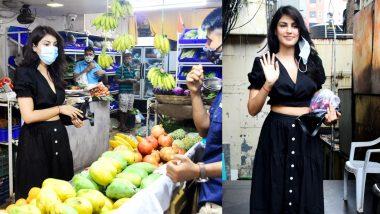 आम लोगों की तरह सब्जी-मंडी में फ्रूट खरीदने पहुंची Rhea Chakraborty, तस्वीरें देखकर रह जाएंगे हैरान
