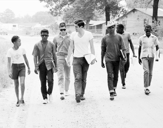 "Polumbaum, Ted. ""Freedom Summer Volunteers Canvasing in Mississippi."" Digital image. PBS: American Experience. June 1964. http://www.pbs.org/wgbh/americanexperience/features/freedomsummer-project/."