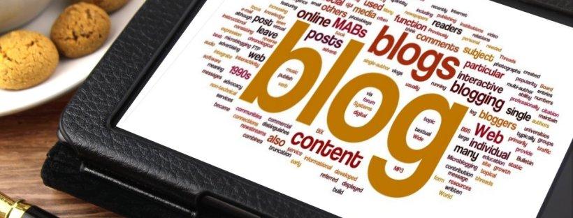 photo représentant une tablette avec le mot blog sur l'écran