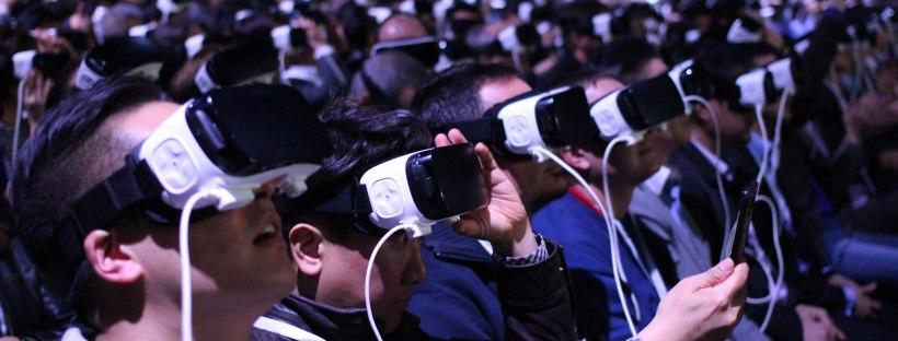photo montrant plusieurs personnes avec des casques de réalité virtuelle sur les yeux