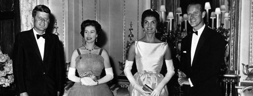 photo en noir et blanc représentant le couple Kennedy et le couple royal britannique en 1961