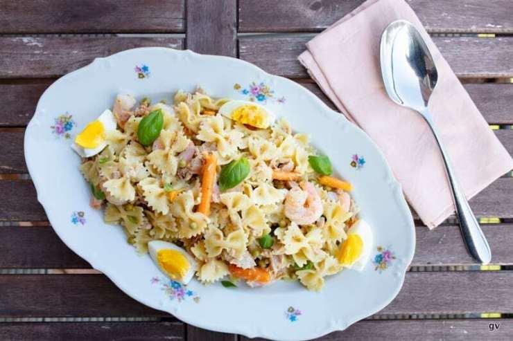 Salade de farfalle au thon et crevettes