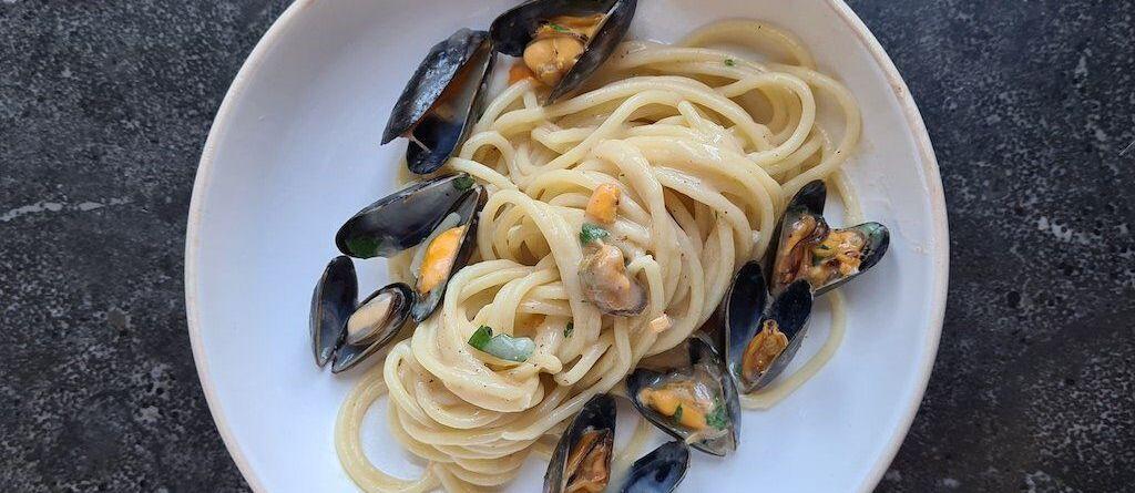 spaghetti cacio pepe e cozze