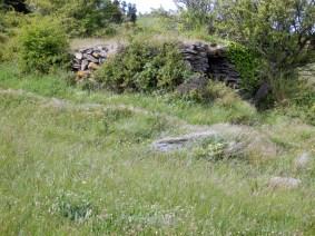 Espace utile : 8 m x 2.30 x 1.70 h. Sentier Tour des cabanes.