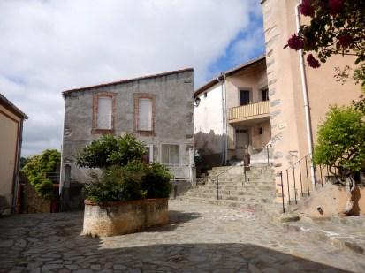 La placette en 2014. Cœur historique du village.