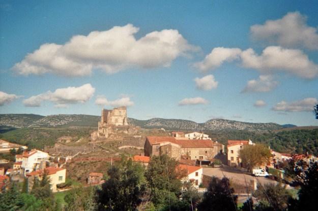Le château de Le Vivier et ses remparts.