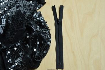 Een zwarte niet-deelbare rits van 20 cm.
