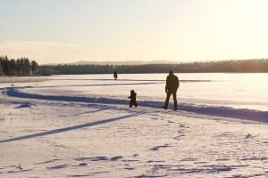 papa et enfant neige