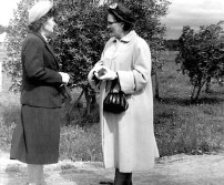 Marie-Anne (à droite, enceinte de Nicole) avec sa soeur Marie-Louise en 1958