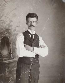 Padre de Frida Kahlo, Guillermo