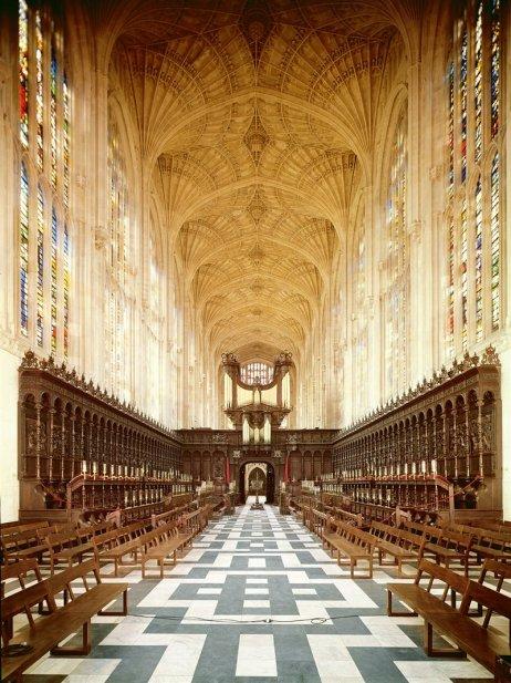 En Inglaterra, el gótico trajo innovaciones técnicas y estéticas de gran vistosidad, como la bóveda de abanico, en la capilla del King's College de Cambridge. Siglo XV.