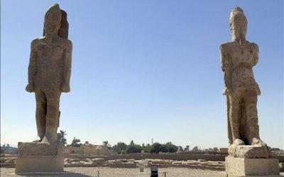 Los colosos de Amenofis III flanquean de nuevo el norte del templo del faraón