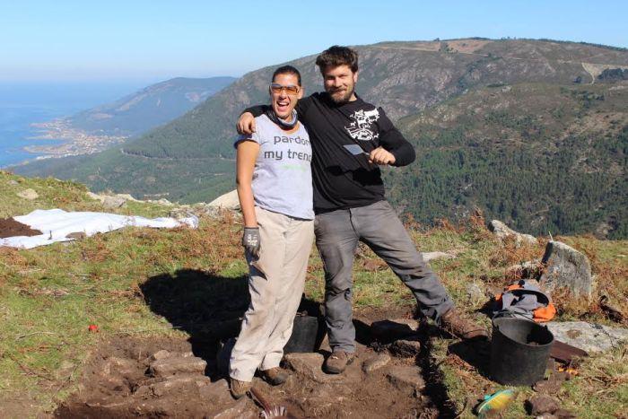 Membros do equipo arqueolóxico do proxecto Costa dos Castros, de Oia, entre eles, Xosé Gago