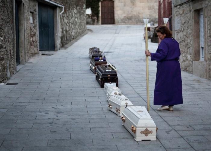 Os cadaleitos e a familiaridade da morte / Pedro G. Losada Sociedade Antropolóxica Galega SAGA.