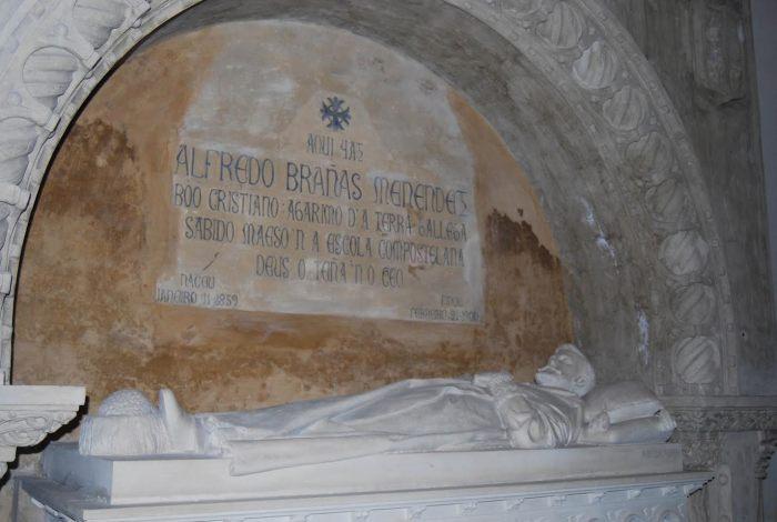 Panteón de Alfredo Brañas no Panteón de Galegos Ilustres en Bonaval