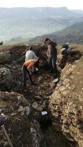 Escavación nas trincheiras da Fronte Basca no monte de San Pedro, en Amurrio / Xurxo Ayán