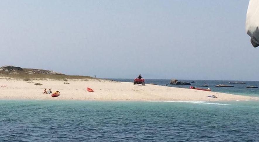 Un quad na illa do Areoso / illadearousa.com