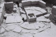 Fonte monumental achada por Chamoso Lamas / foto cedida por AXA Arqueoloxía
